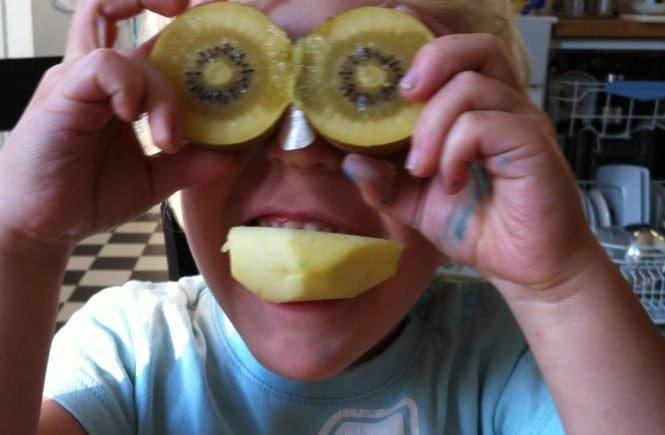 obstgesicht 665x435 - Ein Obstgesicht für deinen Sohn -