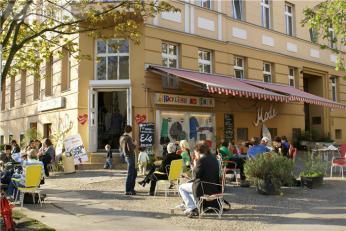 kastanienallee-prenzlauer-berg-winkelstrate-2p-location898c-0