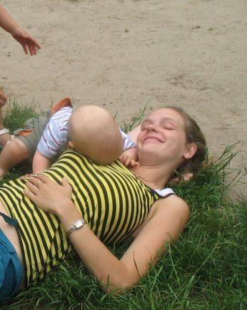 anstrengend 346x435 - Vorsicht! Anstrengend! Kinder machen Eltern (manchmal) wahnsinnig. -