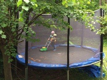 rasenmaeher - Warum mein Sohn nicht alles auf dem Spielplatz teilen muss und andere Sandkasten-Regeln -