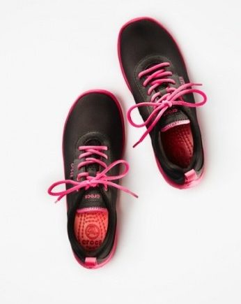 crocs aw14 duet busy day lace up ld black candy pink 5999eu 346x435 - Heute: Wir verschenken einen stylischen Turnschuh von CROCS für Mama und coole Rainboots für die Kids -