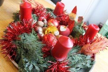 adventskranz - Adventszeit: Wir basteln uns einen Adventskranz. Ganz ohne Streitereien. Fast. -