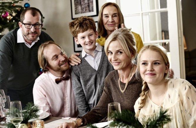 telekom weihnachten familie heins komplett 665x435 - Eine gute Idee: Handy-Detox zur Weihnachtszeit -