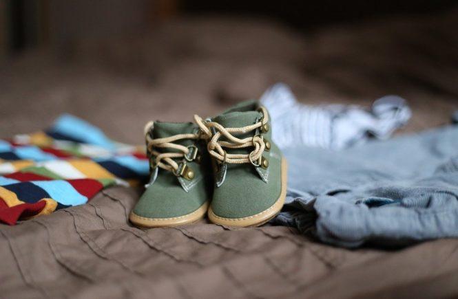 shoes 505471 960 720 665x435 - Ein Kind ist kein Kind? Von wegen! -