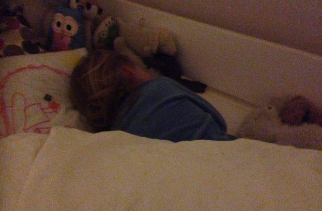 sohschlaf 665x435 - Wie das bei uns mit dem Schlafengehen läuft -