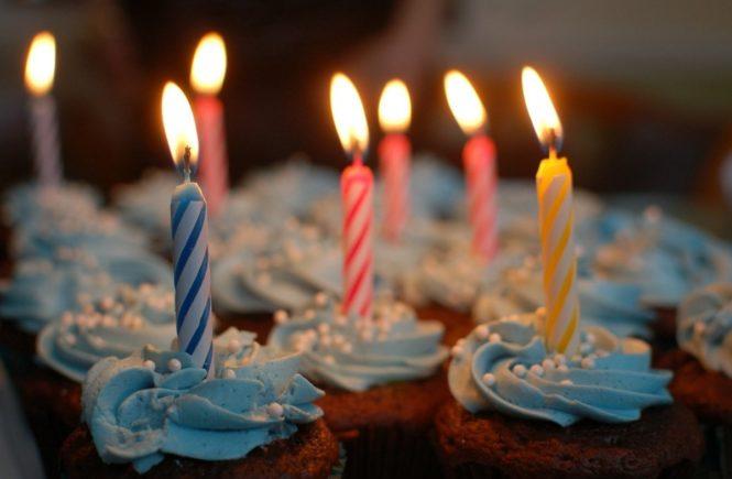 geburtstagskerzen 665x435 - Geboren im Schaltjahr, am 29. Februar: So herzig geht ein Vater mit dem besonderen Geburtstag seines Sohnes um -