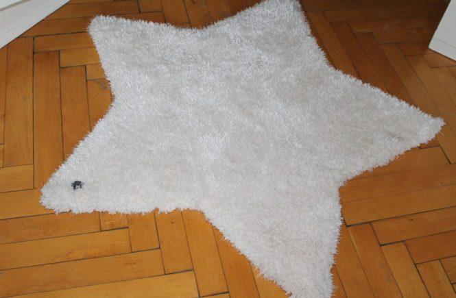 teppich 665x435 - Lasst es Sterne regnen! Gewinnt heute bei uns einen weißen STERN-TEPPICH von TOM TAILOR -
