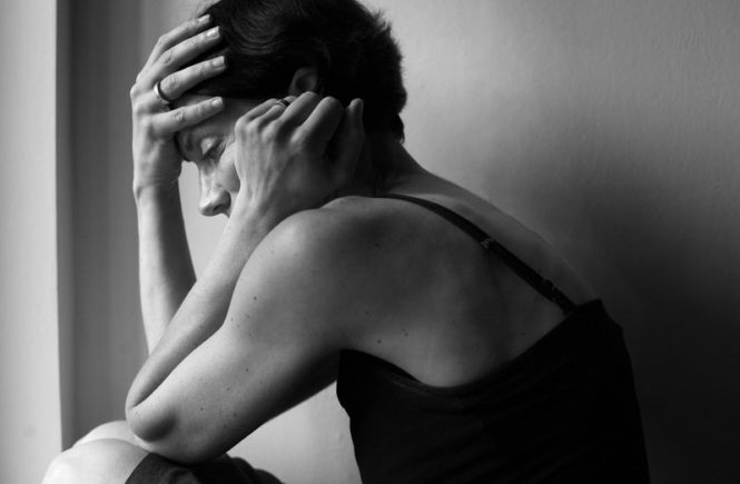 verzweifelt2 665x435 - Gastbeitrag von Heike: Nach der Geburt litt ich unter postnatalen Depressionen -