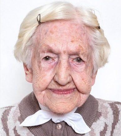 elisabethschmauch 389x435 - Lebensweisheiten von 100-jährigen: Gibt es ein Rezept, um richtig alt zu werden? -