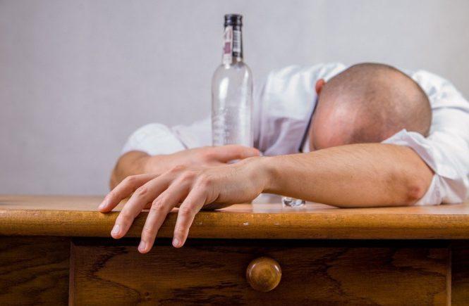 alcohol 428392 960 720 665x435 - Gastbeitrag von Julia: So war meine Kindheit mit einem alkoholkranken Vater -