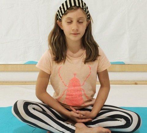foto kinderyoga berlin teaser 480x435 - OHHHHMMMM...Wir zeigen Euch heute 5 Yoga-Übungen für Kinder -