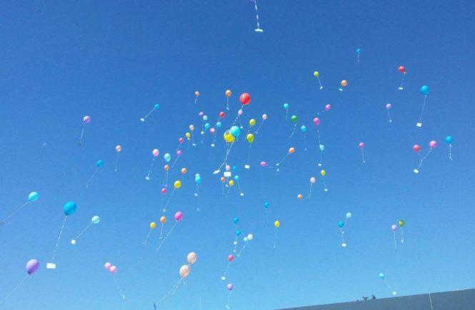 luftballons 665x435 - Gemeinsam stark: Was die Kinder gleich am ersten Schultag lernen -