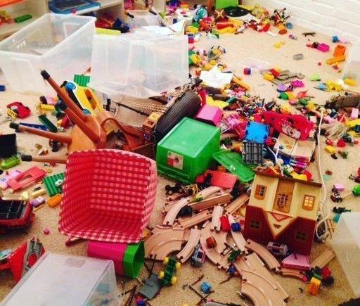 chaosn 512x435 - Freundschaften - kann man sie einfach so aussortieren wie überflüssiges Spielzeug? -