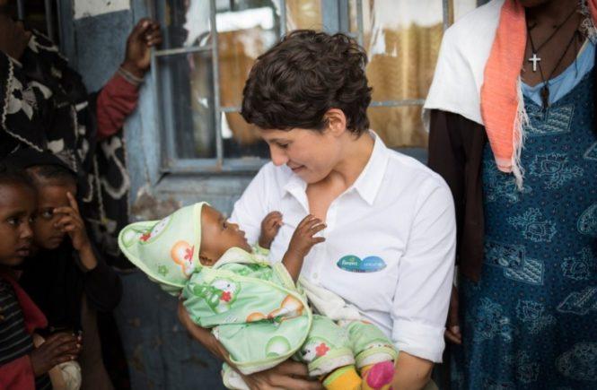 aethiopien gerat baby 665x435 - Kampf gegen Tetanus: Was Jasmin Gerat als Aktionsbotschafterin in Äthiopien erlebte – Kooperation mit Pampers für UNICEF -
