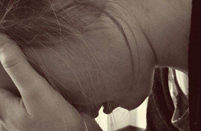 woman 1006100 1280 665x435 - Gastbeitrag von Nina: Ich steckte 12 Jahre lang in einer Ehe voller Gewalt fest -