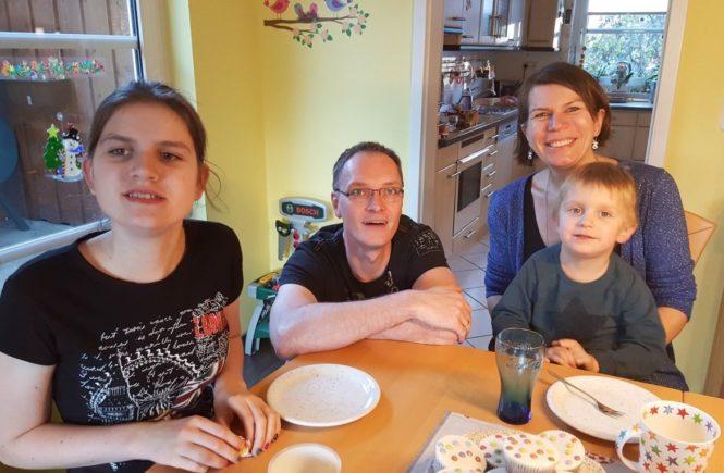 familienfotokinderdemenz 665x435 - Kinderdemenz: Sophie, 16, hat juvenile NCL. Wie bewunderswert ihre Familie damit umgeht -
