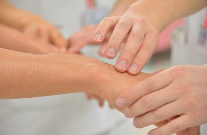 pulse 818378 1280 665x435 - Leserfrage: Was hilft bei Neurodermitis? -