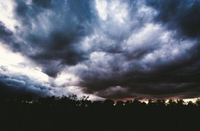 clouds 1246602 1280 665x435 - Angst – Dieses gemeine achtarmige Monster - Gastbeitrag von Luisa -