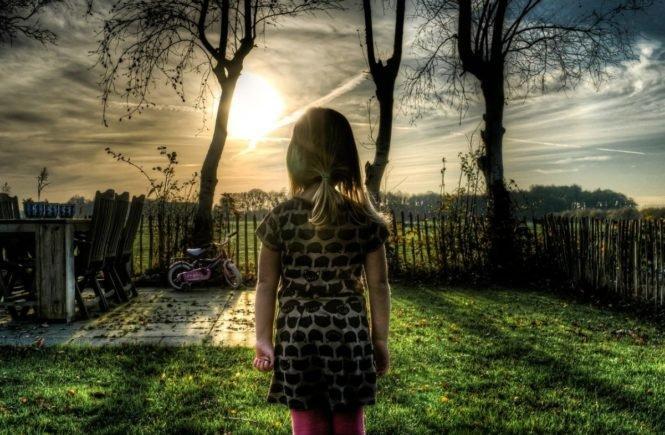 """girl 535251 1280 665x435 - """"Mein Vater war Alkoholiker, meine Mutter spielsüchtig"""" - Interview mit Julia -"""