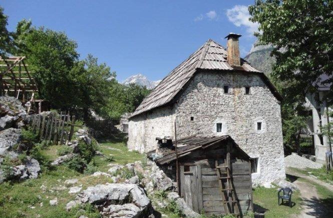 albanien1 665x435 - Die große Liebe: Sie wollte nie heiraten, dann traf sie IHN in einem albanischen Bergdorf -