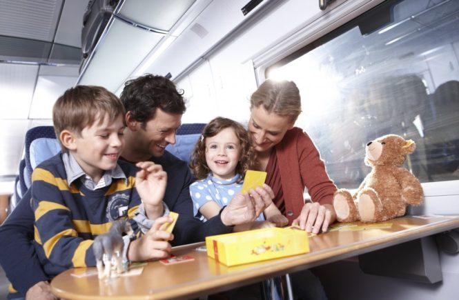 bahn mit familie 1 0 665x435 - Mit Kindern in der Bahn: Wir verlosen eine Fahrt im ICE für eine bis zu fünfköpfige Familie -