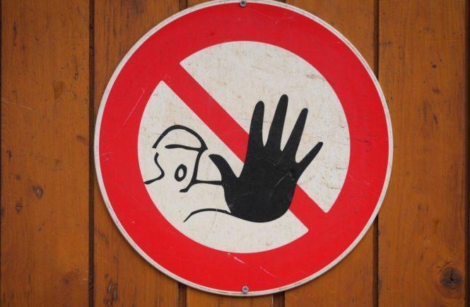 sign 1732791 1280 665x435 - Leserfrage: Wie schützen sich Eure Kitas vor ungebeten Gästen? -