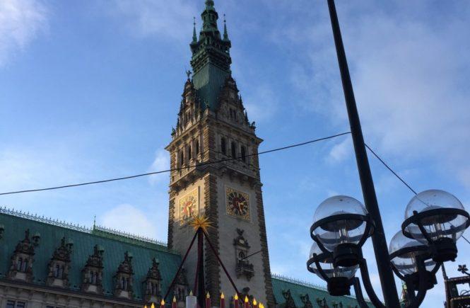 """holidayinn rathaus 665x435 - Wie wir zu fünft ein Adventswochenende in der """"Sweet"""" des Holiday Inn Hamburg - City Nord verbrachten – Kooperation -"""