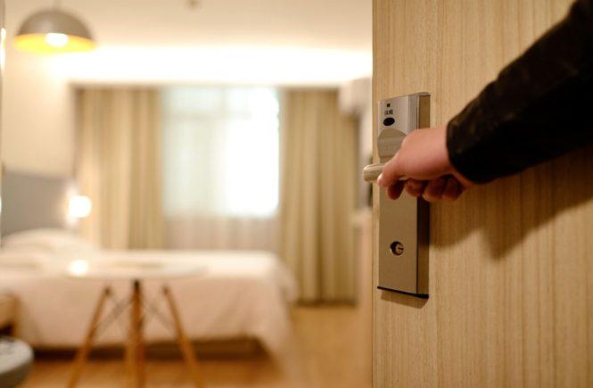 hotel 1330850 1280 665x435 - Leserfrage: Wer kennt Hotels für die ganze Familie? -