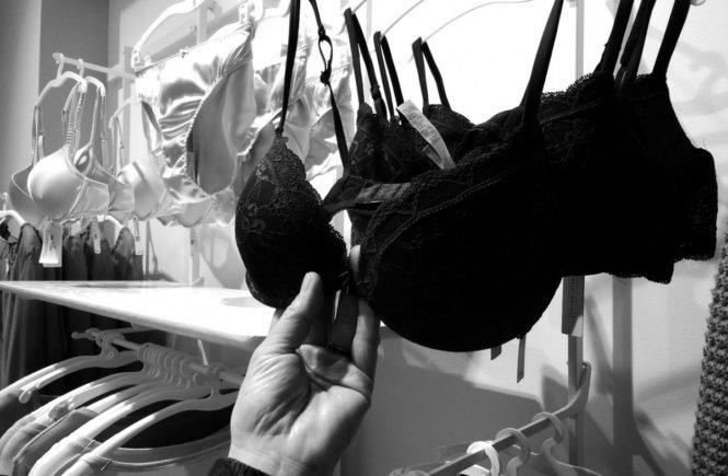 """purchasing 1673734 1280 665x435 - """"Darum habe ich mich nach zwei Schwangerschaften für eine Brust-OP entschieden"""" -"""