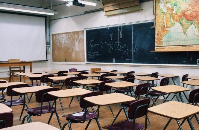 """classroom 2093744 1280 665x435 - """"Wir Lehrer haben keinen einfachen Job!"""" Interview mit Mona -"""