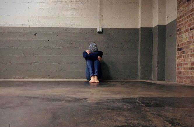 """person 1821412 1280 665x435 - """"Ich musste mit meinem Baby im Obdachlosenheim leben""""- Interview mit Ute -"""