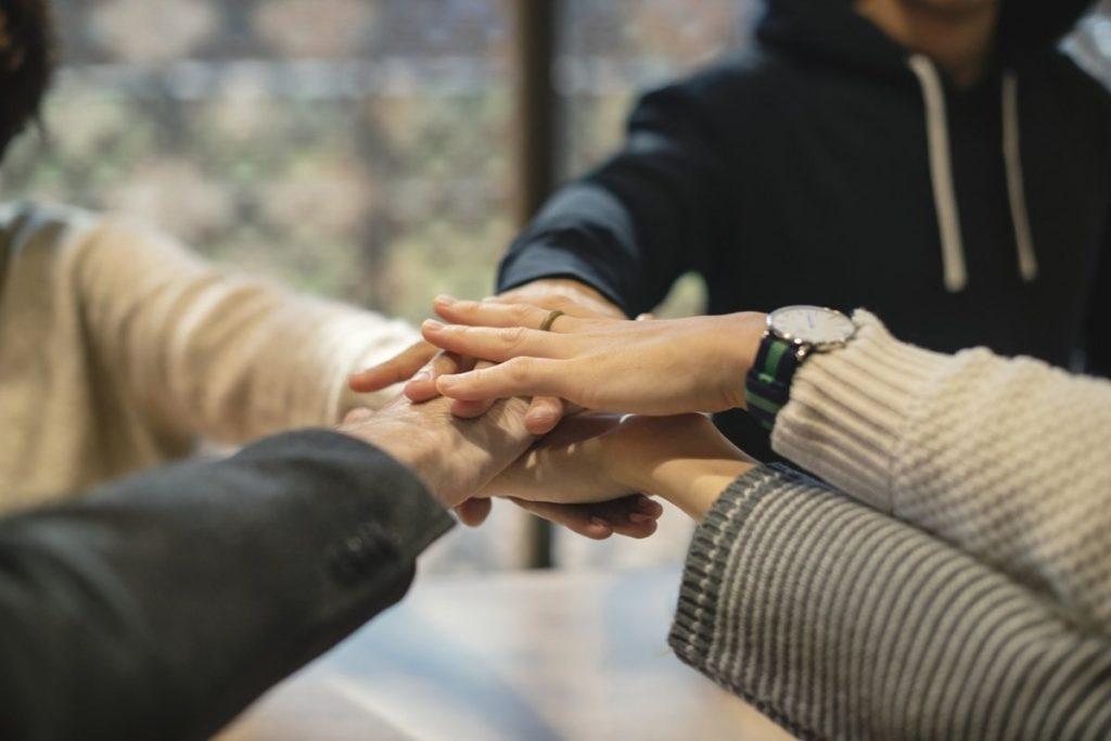 Nur freundschaft halten händchen Händchen halten: