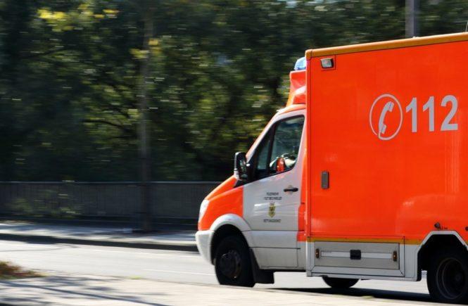 ambulance 970037 1280 665x435 - Gastbeitrag einer Krankenschwester: Ich sehe täglich, was passiert, wenn Eltern keinen Fahrradhelm tragen -