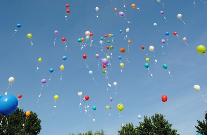 luftballonspixabay 665x435 - Ehrenamt und Elternarbeit: Warum wir wichtig finden, mit den Erziehern und Lehrern ein Team zu bilden -
