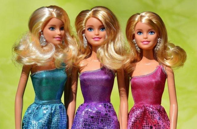 beauty 1265334 1280 665x435 - Leserfrage: Ab wann dürfen Eure Kinder mit Barbies spielen? -