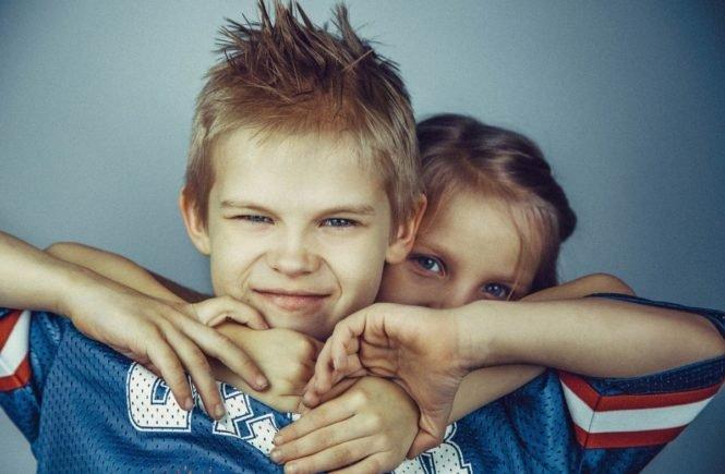 brothers and sisters 692822 1280 665x435 - Leserfrage: Warum sind meine Kinder immer mit allem unzufrieden? -