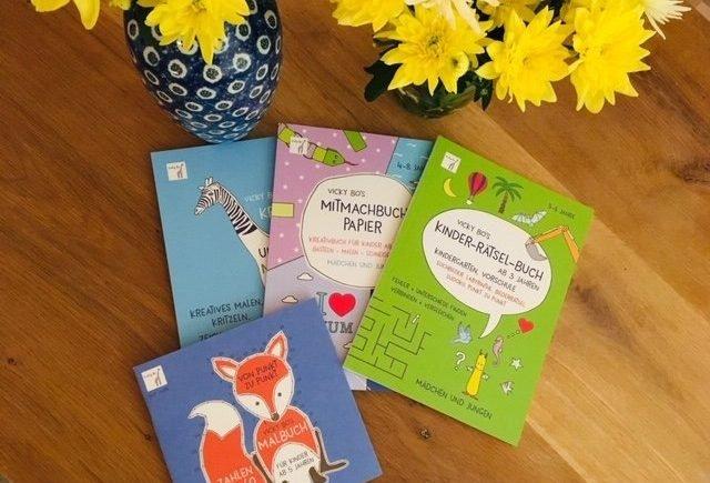 vicky1 640x435 - Weil man nie genug Bücher haben kann! Gewinnt wunderbare Bücherpakete von Vicky Bo! -