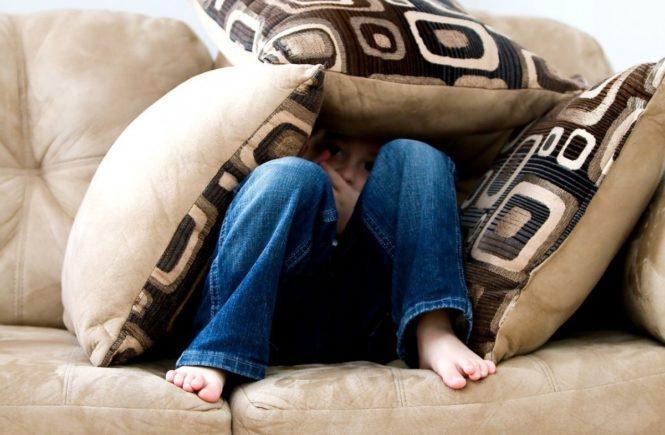little boy 1635065 1280 665x435 - Unser Sohn hasst seine Zwänge und Tics: Vom Leben mit einem Kind mit Tourette-Syndrom -