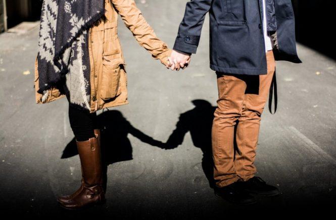 holding hands 1031665 1280 665x435 - Update von Ute: Mein Mann war 24 Monate in Haft - jetzt ist er wieder da! -