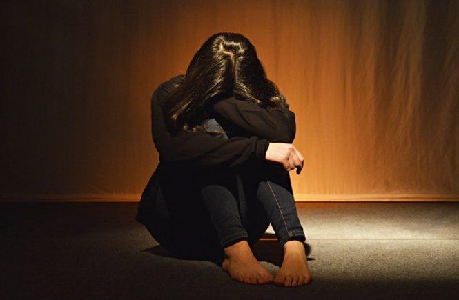 people 3289953 1280 665x435 - Interview: Um einer Haftstrafe zu entgehen, ließ mein Mann mich schwanger sitzen -