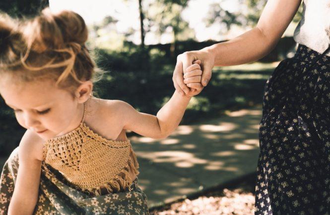 mutterrolle 665x435 - Mutterrolle: Man muss die Kinder nicht geboren haben, um sie zu lieben -