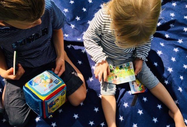 ravensburger1 640x435 - Spielen, lesen und lernen: Diesen Bücherwürfel lieben alle Kinder -