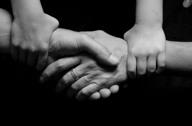 connected 1327191 1280 665x435 - Bereitschafts-Pflege: Elisa nimmt Kinder auf, weil sie noch so viel Liebe zu geben hat -