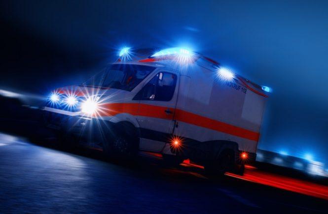 """rettungswagen 665x435 - Geburt im Rettungswagen: """"Mein Baby hatte es dann doch etwas eiliger als ich"""" - Stefanie hatte die Ruhe weg, als bei ihr die Wehen losgingen. Sie hatte nicht damit gerechnet, WIE eilig es ihr zweites Kind haben sollte..."""