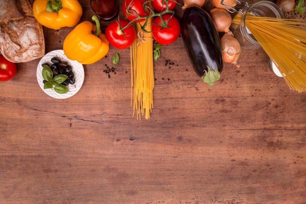 Gemüse 1024x683 - Ernährungsmediziner Dr. Matthias Riedl: Es ist nie zu spät, Kinder an gesundes Essen zu gewöhnen - Wie können wir die Ernährung unserer Kinder von Anfang an auf einen richtigen, gesunden Weg bringen? Wir haben dazu einen Ernährungsexperten interviewt.