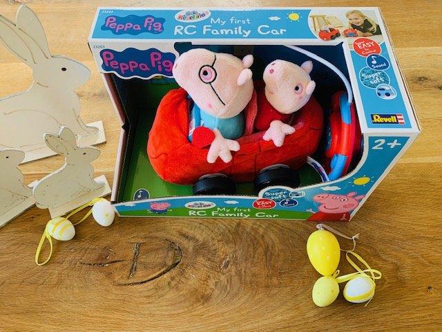 """Peppa 1 - Peppa-1 - Wir haben das Plüsch-Auto  """"Peppa Pig"""" von Revellino für Euch getestet und dürfen auch zwei Autos an Euch verlosen. Ostern kann kommen!"""