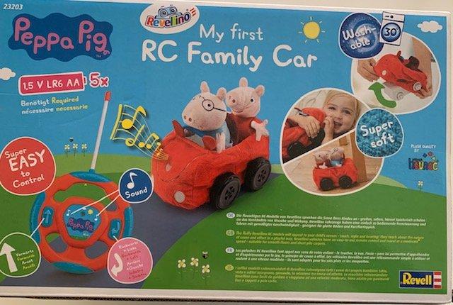"""Pepparück - Pepparück - Wir haben das Plüsch-Auto  """"Peppa Pig"""" von Revellino für Euch getestet und dürfen auch zwei Autos an Euch verlosen. Ostern kann kommen!"""