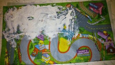 Spielteppich - Spielteppich - Kindern Aufräumen und Ordnung halten beizubringen gehört zu den größten Herausforderungen in der Erziehung. Hier erzählen Eltern Anekdoten aus der Chaos-Hölle.