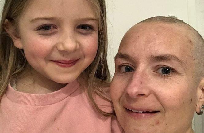Steffiquer 665x435 - Chemo für Steffi nach Abschied von Papa und Jonas: Wie es der Familie Ewald gerade geht - Nach dem Abschied von ihrem Sohn und ihrem Mann hat nun auch Steffi Ewald Krebs. Mitten in der Corona-Krise beginnt ihre Chemotherapie. Wie es ihr und den zwei Töchtern geht.