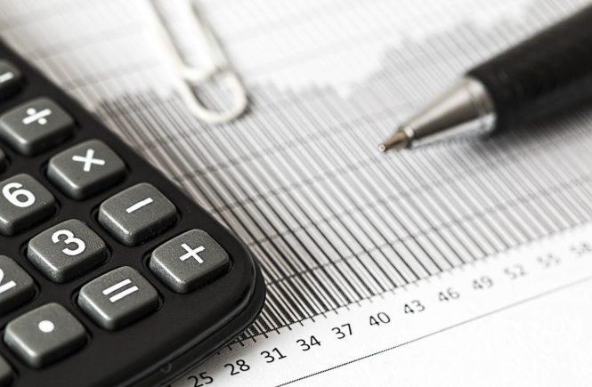 calculator 1680905 1280 665x435 - Steuererklärung: Auf was müssen Alleinerziehende achten? Eine Steuerexpertin klärt auf: - Ist es sinnvoll, dass so viele Frauen Steuerklasse 5 haben? Auf was müssen Alleinerziehende achten? Das uns mehr hat uns die Steuerexpertin von Taxfix erklärt: